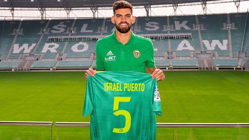 Israel Puerto está solo en Polonia sin poder desarrollar su carrera profesional como futbolista 1