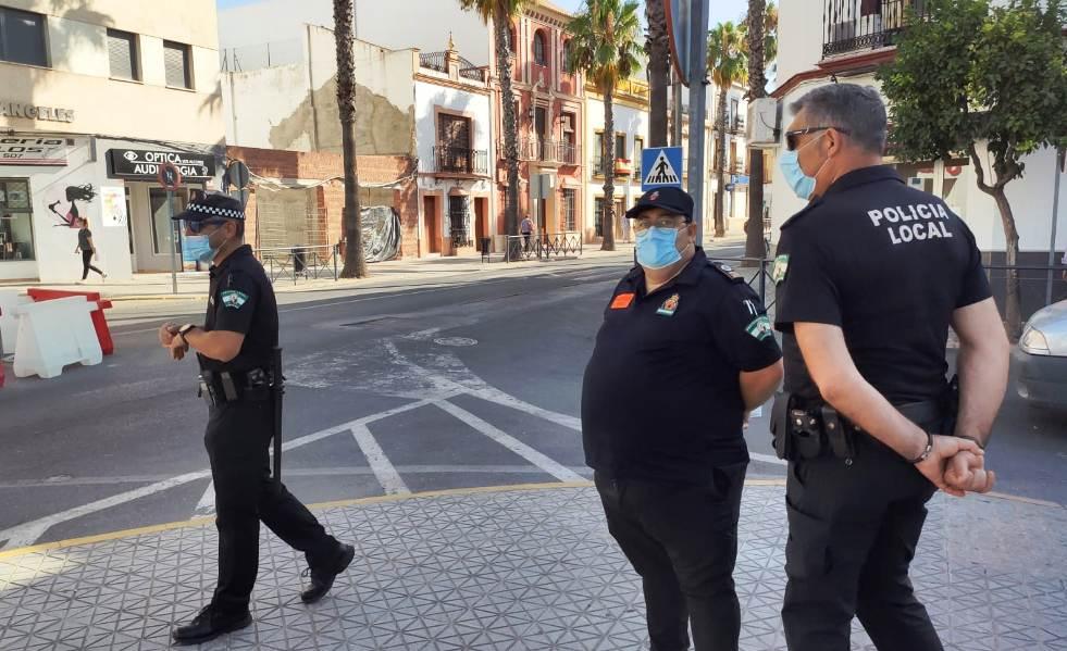 La Policía conciencia sobre el uso de la mascarilla antes de comenzar a denunciar