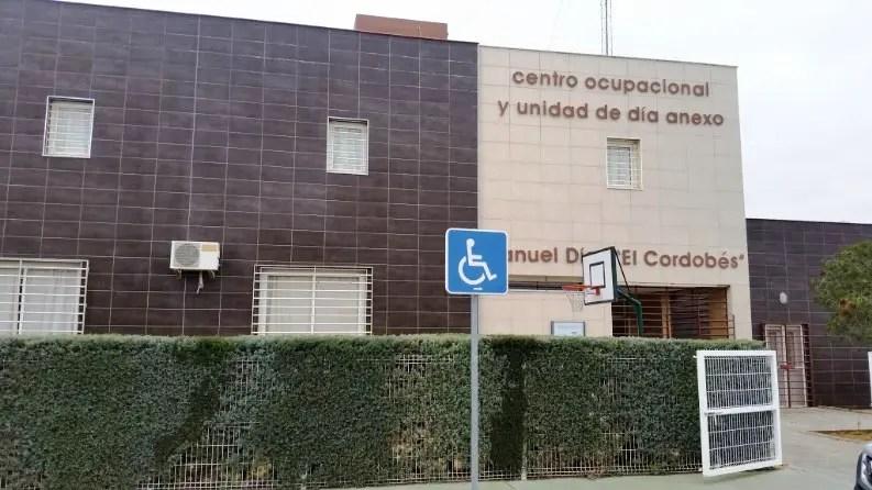 El aumento de contagios obliga a cerrar los centros de día y ocupacional y a suspender las visitas a la residencia