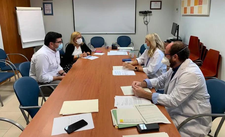 Reunión con el Distrito Sanitario para pedir que se mejore y se refuerce el servicio en el centro de salud y en el CARE