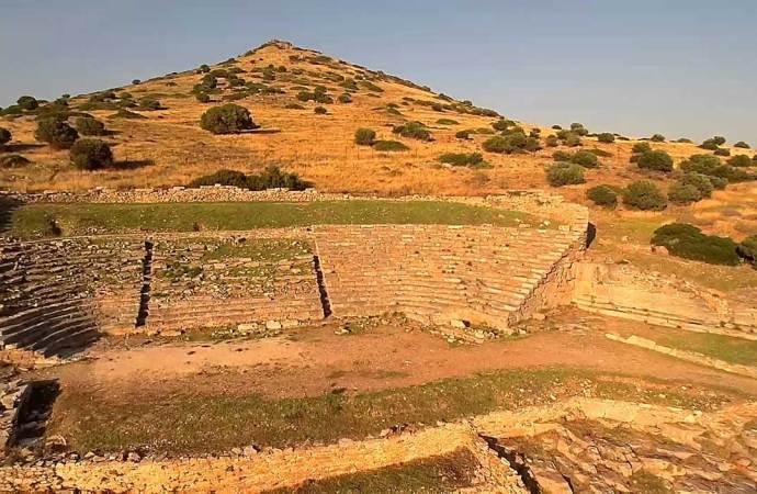 Η χορωδία Λαυρίου στο αρχαίο θέατρο του Θορικού