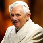 Rezamos el Santo Rosario en latín con Benedicto XVI