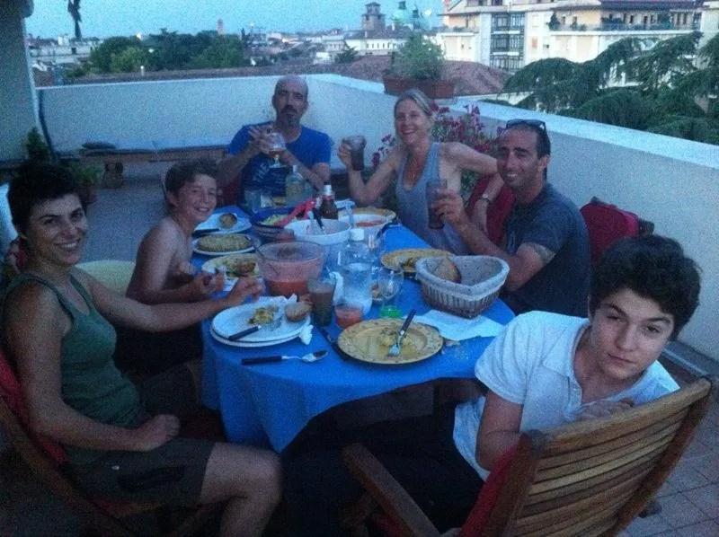 La cena española en casa de Giovanni