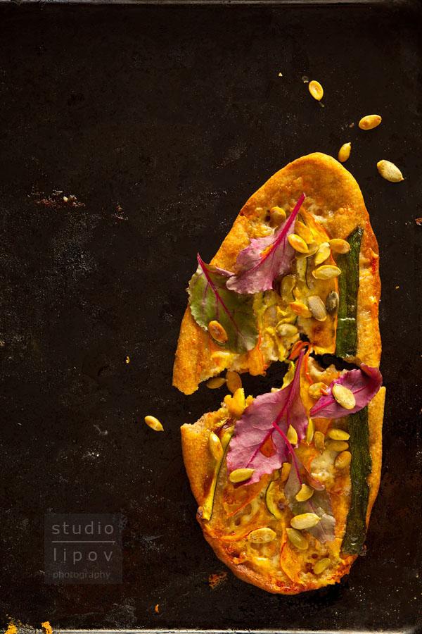 pizza z gorgonzolą i dynią