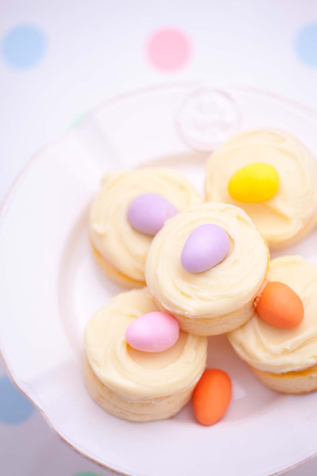 Mini serniczki z kremem z białej czekolady