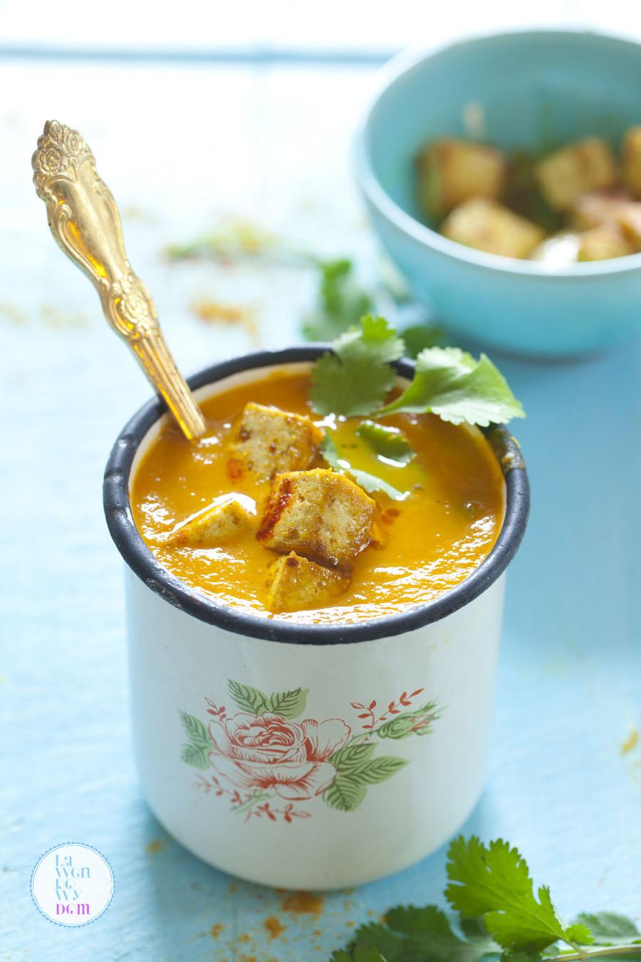 rozgrzewajaca-zupa-z-marchewki-i-batatow-i-tofu-przepis11