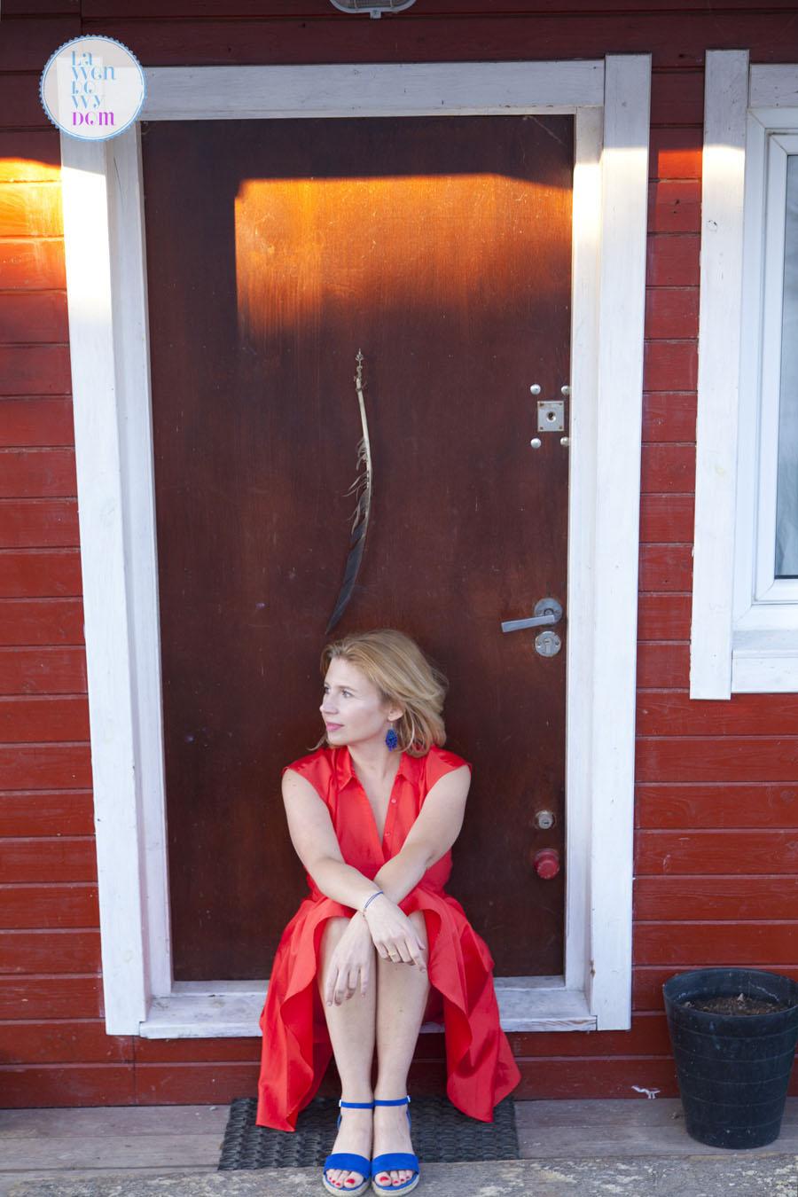 stylizacja-z-czerwona-sukienka-08