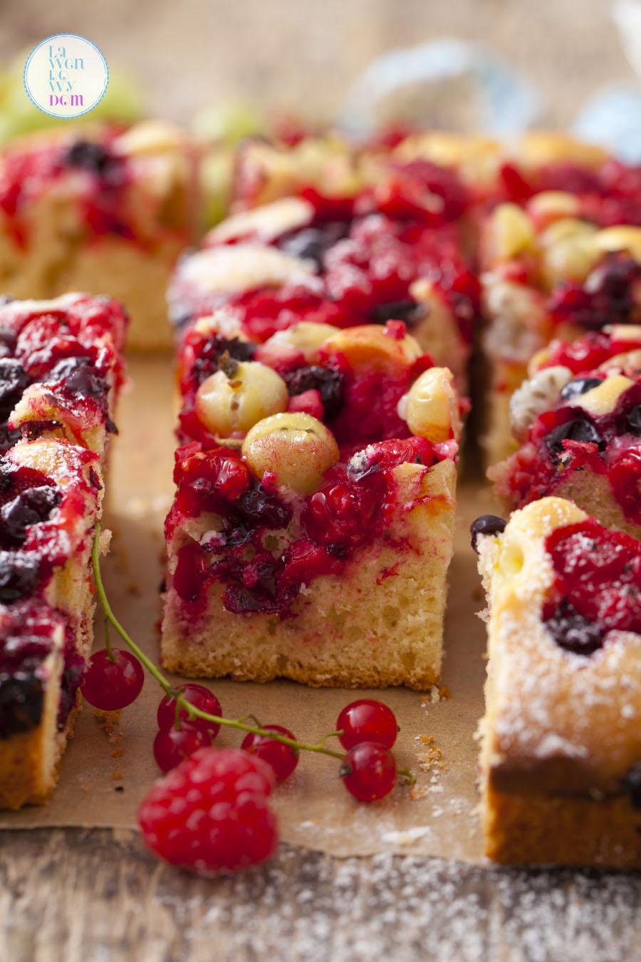 bliskawiczne-ciasto-na-oleju-z-owocami-jagodowymi-przepis_07