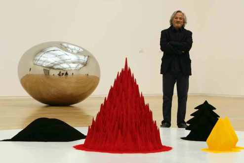 indian-artist-anish-kapoor-poses-next-to-a-piece-of-his-work