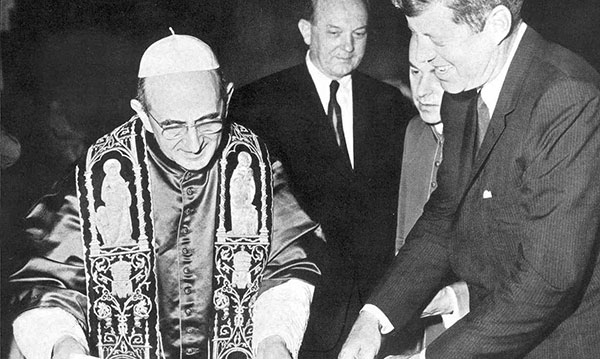 Image of Pope Paul VI in 1963 with President Robert Kennedy