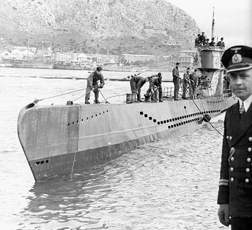 U83 i Salamis. In the foreground is Erich Zürn, first Chief Engineer to be awarded the Knight's Cross (while aboard U48) and Flotilla Engineer for the 29th U-Boat Flotilla.