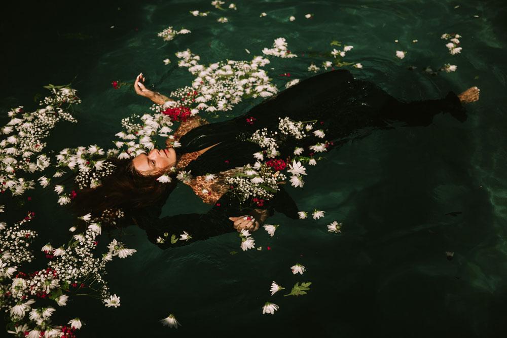 Im Meer der Traurigkeit zu schwimmen ist heilsam.