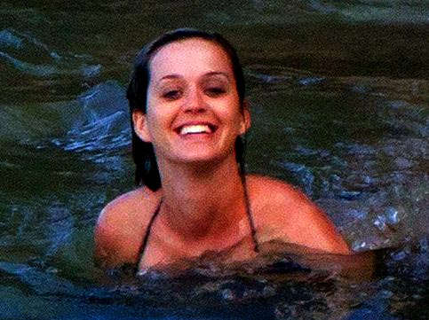 Katy Perry no makeup getting into a water