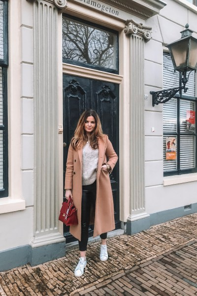 beige-coat-comfy- sneakers-layla- rosita