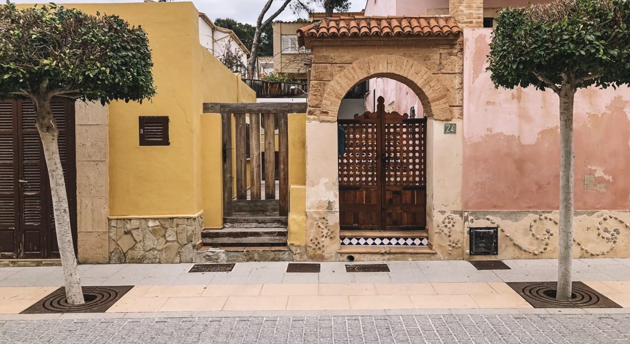 pink-wall-houses-mallorca-layla-rosita
