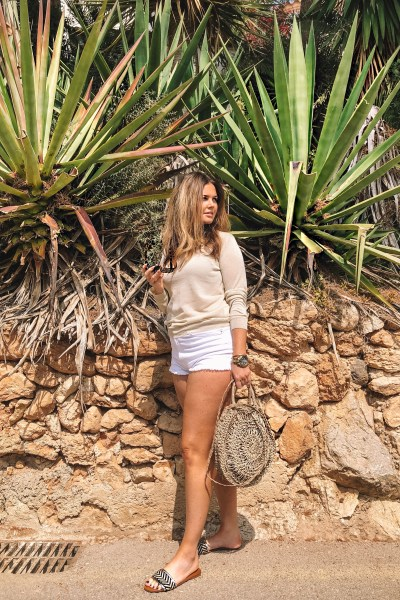 neutral-tones-on-mallorca-layla-rosita