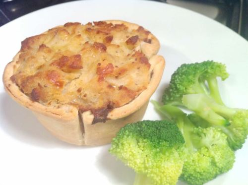 Review: Higgidy British Beef, Stilton & Sussex Ale Pie, Lay The Table