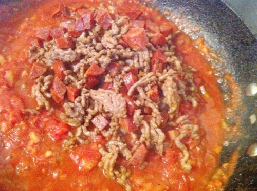 Beef and chorizo chilli, Lay The Table