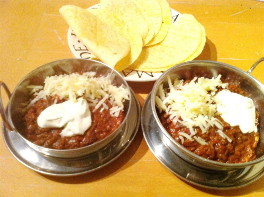 Hestons Chilli Con Carne, Lay The Table