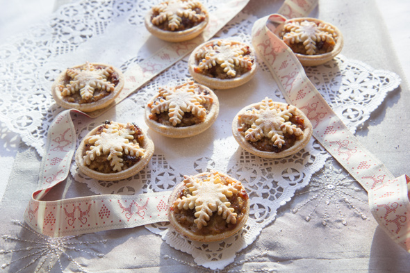 Mince Pies Without Mincemeat, Lay The Table