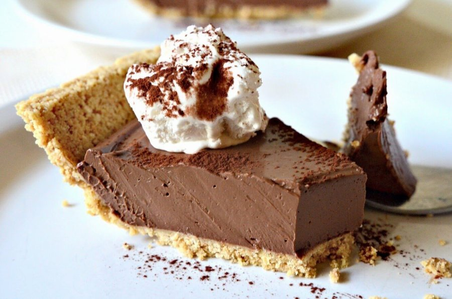 Ultra Fudgy Vegan Chocolate Pudding Pie, Lay The Table