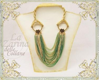 collana di conterie, collane a più fili, collana e gioielli con filo di seta, gioielli verdi e dorati