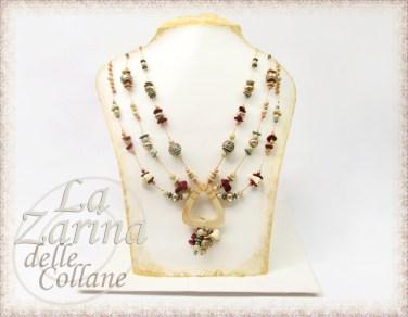 collane particolari, perle particolari, collana etnica, gioielli originali, collana pietre etniche, centrale legno,