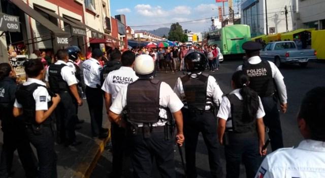 Policía Morelia y comerciantes se enfrentan por desalojo en el Mercado Independencia
