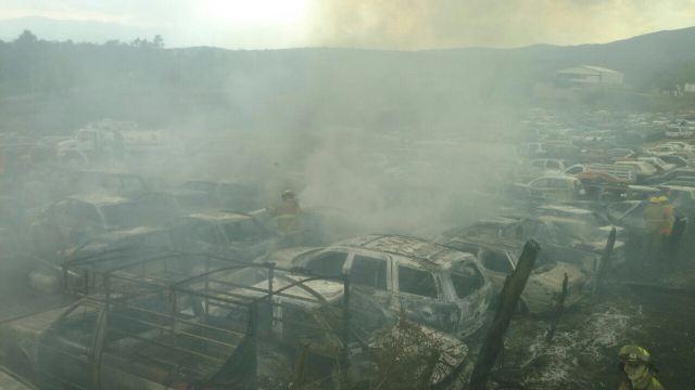 Apoya Protección Civil y Bomberos de Morelia en el control de incendio en salida a Pátzcuaro