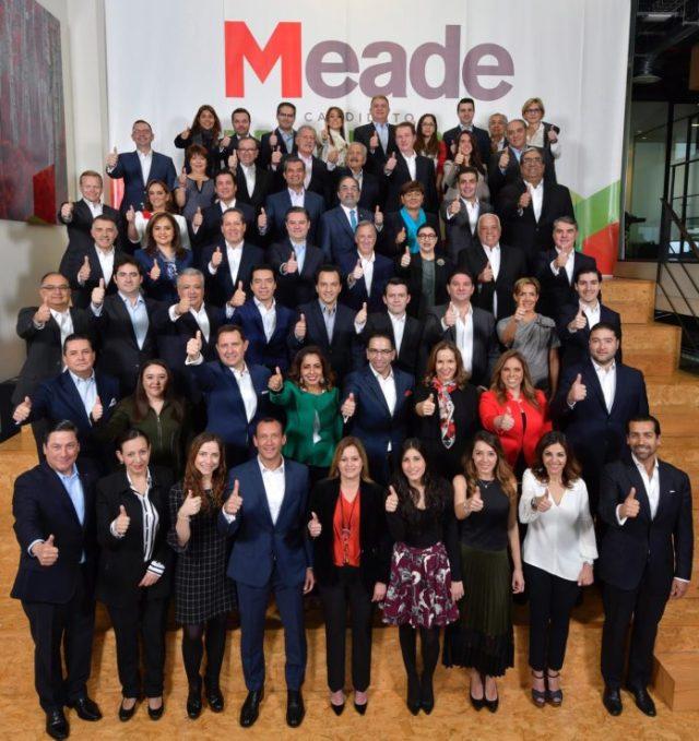 Presenta Meade a su equipo de campaña