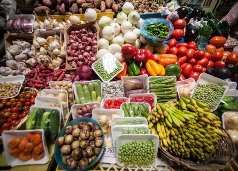 Comerciantes de mercados y tianguis atendieron protocolos sanitarios este domingo