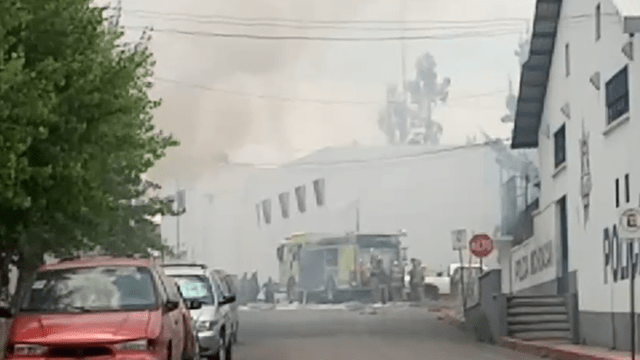 Arde planta de químicos en la colonia Nueva Valladolid, en Morelia