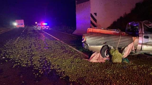 Vuelca camioneta en la carretera Morelia-Pátzcuaro; hay un herido