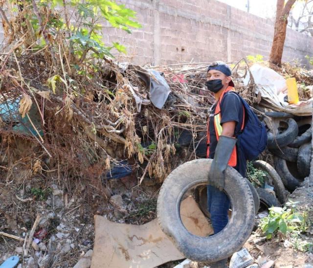 Retiran 100 toneladas de basura de canales en Uruapan