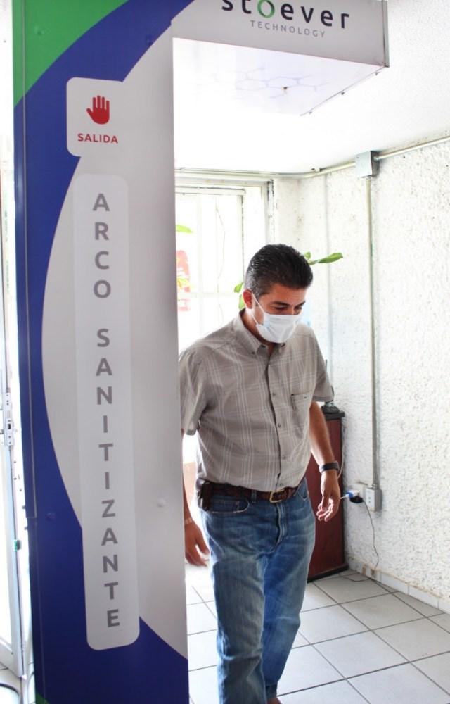Refuerzan medidas preventivas en la Comisión Estatal del Agua con medio arco sanitizante