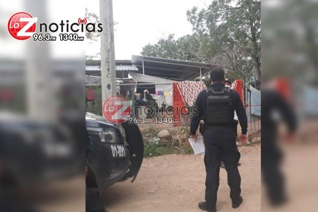 Encuentran cuerpo de mujer colgado de un tejado en Huetamo