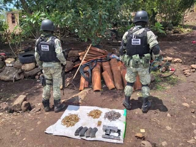 GN asesta golpe al crimen, asegura armas, cartuchos y vehículos en Tangamandapio