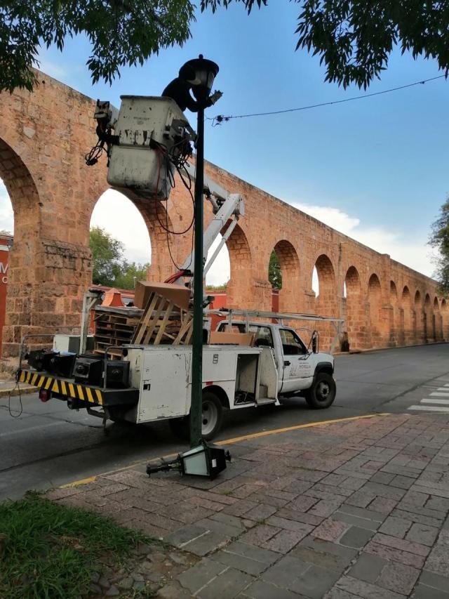 Continua Gobierno de Morelia con cambio luminarias en tramo de Acueducto