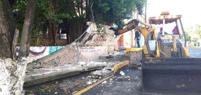 La Secretaría de Urbanismo y Obras Públicas demuele barda a punto de colapsar