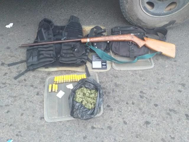 Asegura SSP a uno en posesión de armas de fuego, drogas y equipo táctico