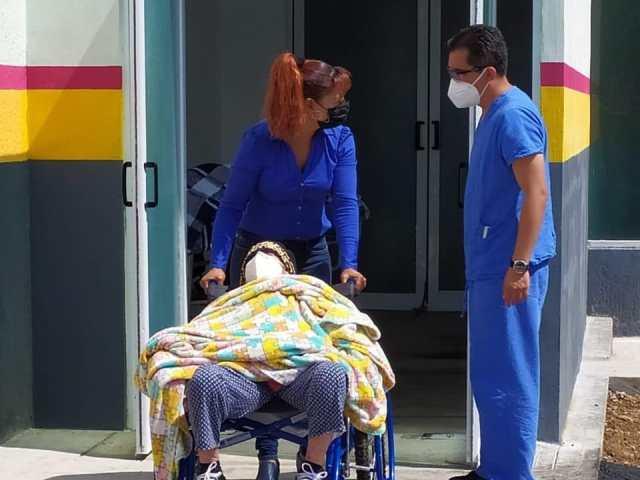 Dos mujeres superan COVID-19, gracias a las atenciones de médicos del Hospital Comunitario de Tuzantla