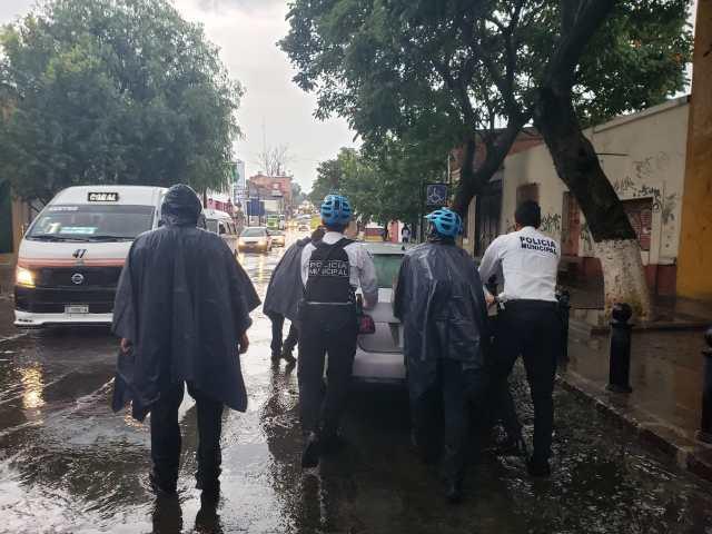 Lluvia deja encharcamientos en Morelia