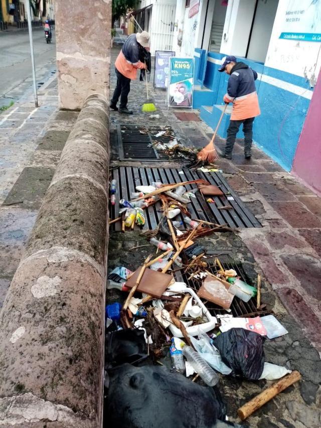Gobierno de Raúl Morón llama a evitar tirar basura en las calles