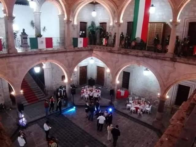 «Cena en Palacio Municipal fue muy austera con tacos, pozole y 40 invitados» precisa Raúl Morón