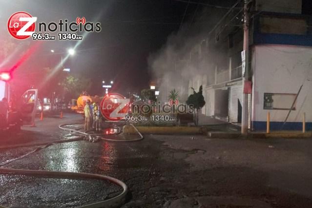 Arde negocio de vidrios para vehículos en Morelia