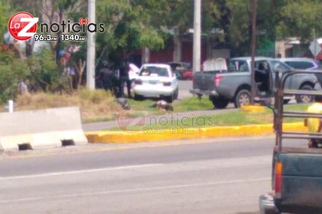 Policias estatales protagonizan enfrentamiento contra gatilleros, en Cuatro Caminos