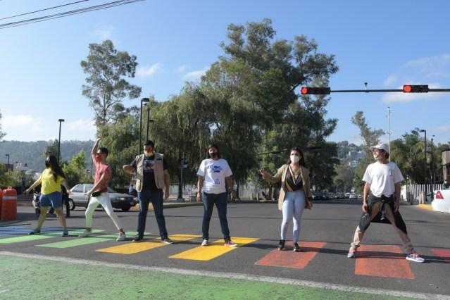 Gobierno de Morelia visibiliza la diversidad sexual, con pinta simbólica de cruce peatonal