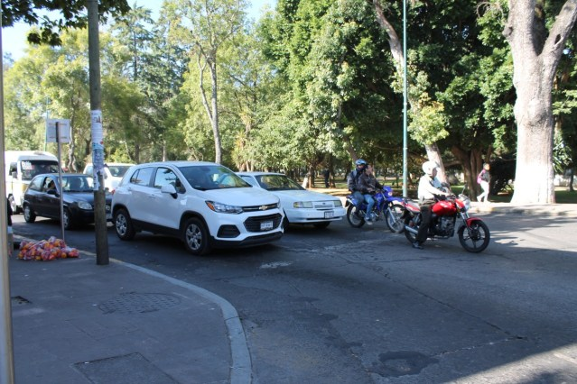 Distribuye SFA placas para motocicleta a sus oficinas de Rentas