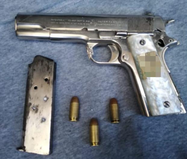 Detiene SSP a cuatro en posesión de un arma de fuego, en Uruapan