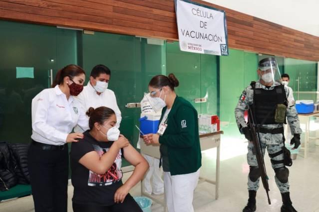 Comienza vacunación contra el covid-19 a personal de salud de Michoacán